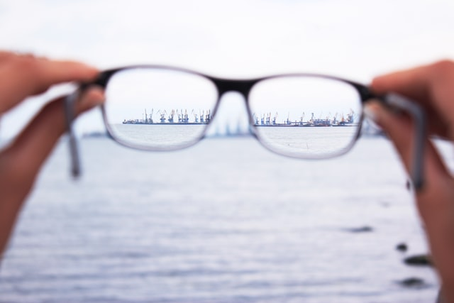 gaining focus on distant object while looking through glasses